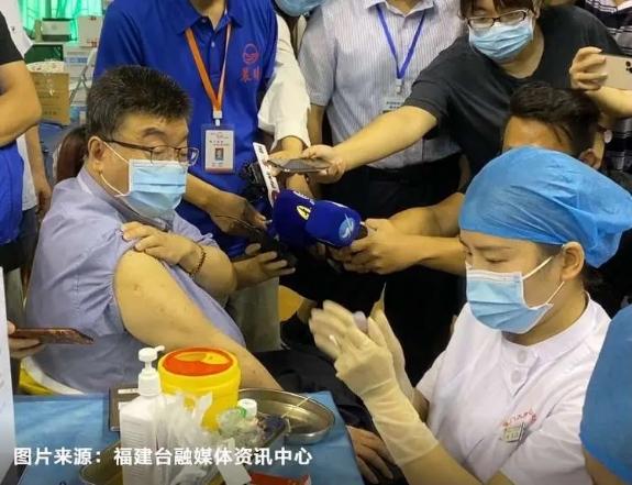 """邱毅在廈門接種新冠疫苗:台灣民眾該正確認知""""統一紅利""""了"""