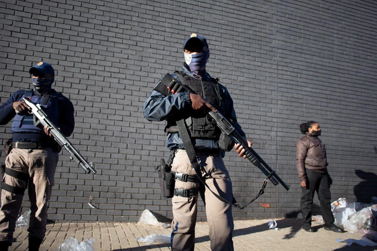 南非现历史罕见暴乱千余人被捕,背后有这三个原因