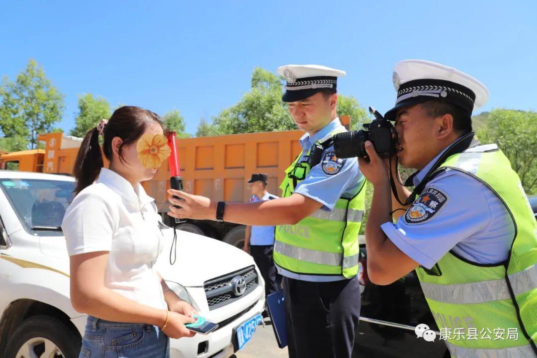 【我为群众办实事】花儿少年对歌热 夏日炎炎警察蓝
