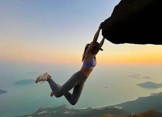 32岁女网红坠崖身亡,只为拍一张美照