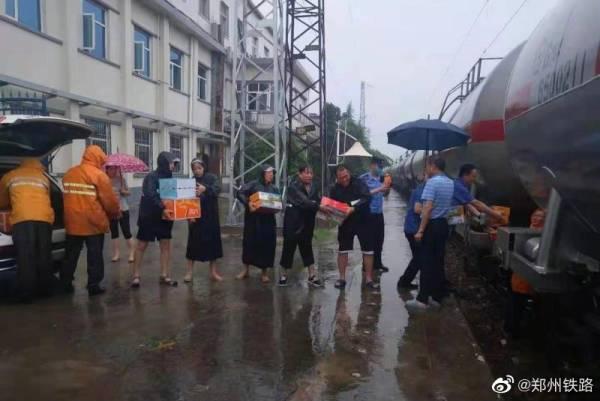 K599次列车回撤途中再困新乡,郑州铁路:物资供应已到位