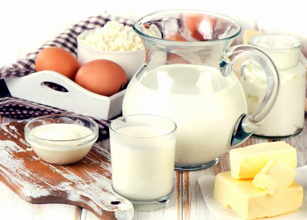 牛奶早上喝好,还是晚上喝好?