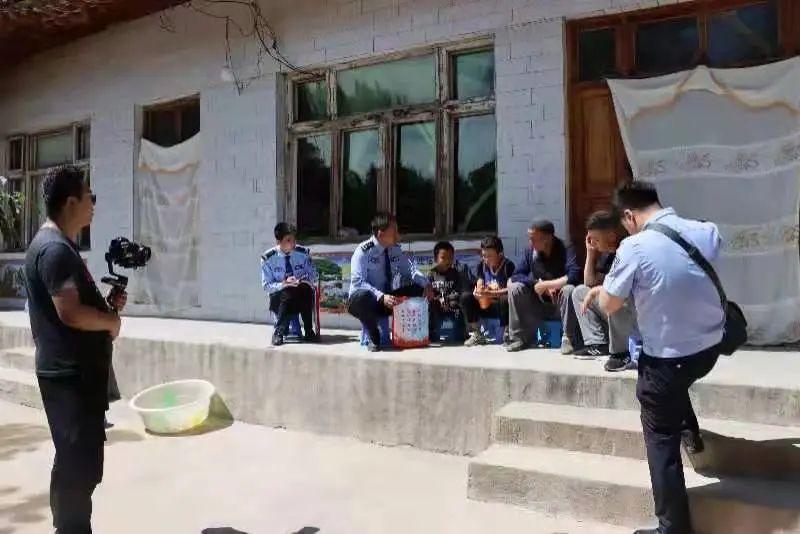 省公安厅政治部宣传处深入临夏公安开展宣传素材采编工作