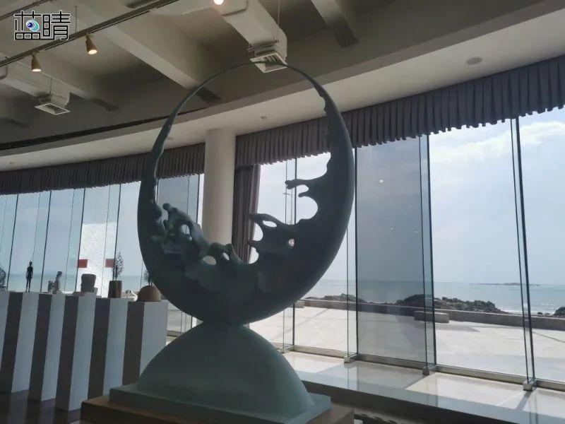 """""""2021年中国青岛一带一路沿线部分国家艺术邀请展""""亮相青岛市雕塑馆"""