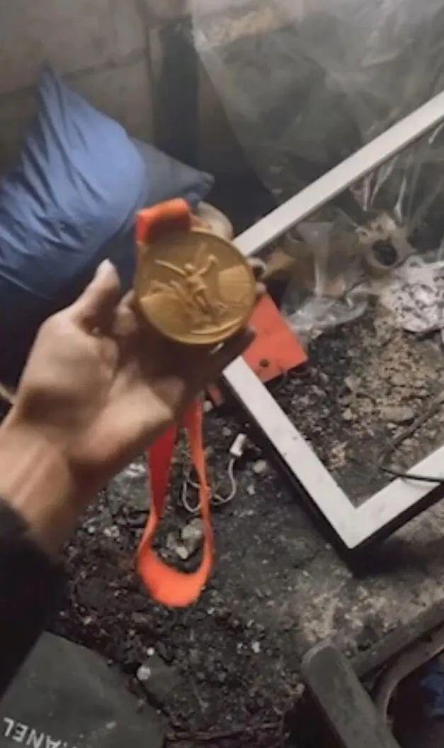 徐莉佳发视频称奥运金牌氧化了!检测后有新发现