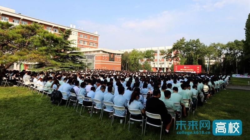 """北京农学院2021年新生开学典礼举行 校长为新生上""""开学第一课"""""""