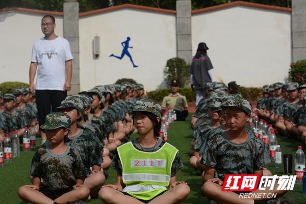 训军人之姿 扬少年精神 金海中学800名学生四天军训叩响初中大门第一课