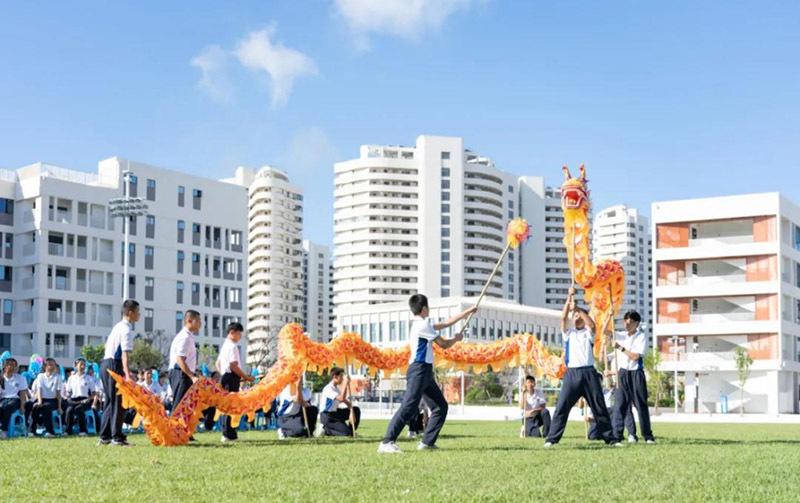 三亚寰岛实验中学举行开学典礼暨揭牌仪式