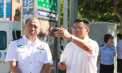 东港市人大常委会副主任李全政带队检查东港市的《道路交通安全法》