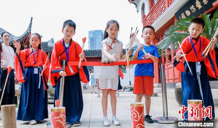 两岸学生携手祭孔 传承中华优秀传统文化