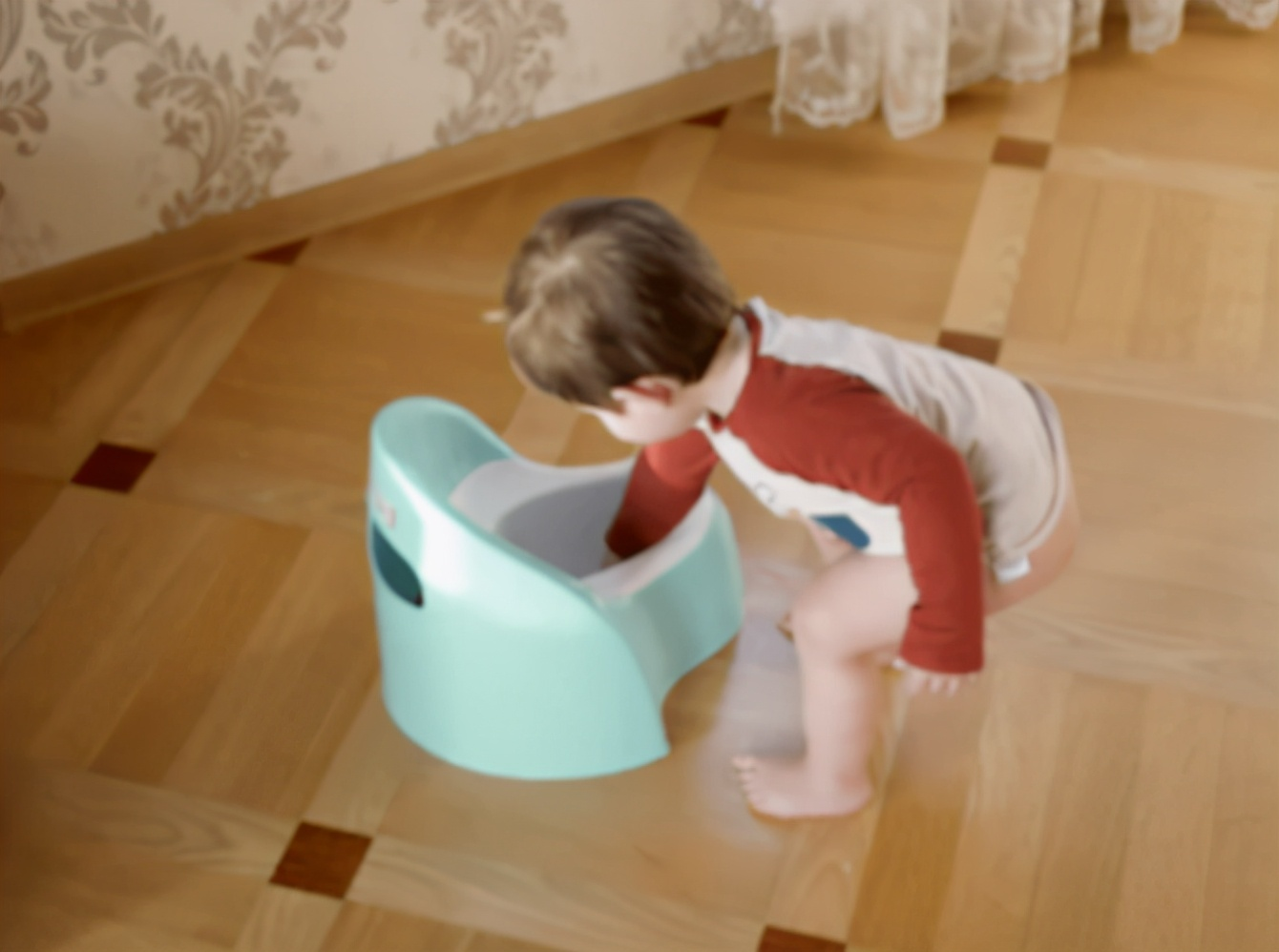 宝宝戒纸尿裤很早有出息?早了晚了都不行,家长不要贪图省钱