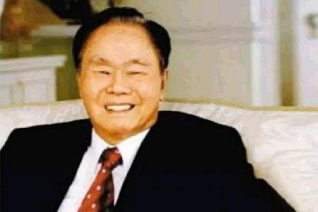"""""""纸巾王""""黄奕聪:19岁辍学,24岁创业。当他出名时,他没有忘记为国家服务"""