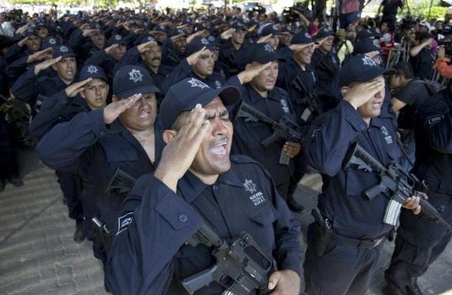 一个口罩引发的血案!男子出门没戴口罩,被墨西哥警察殴打致死