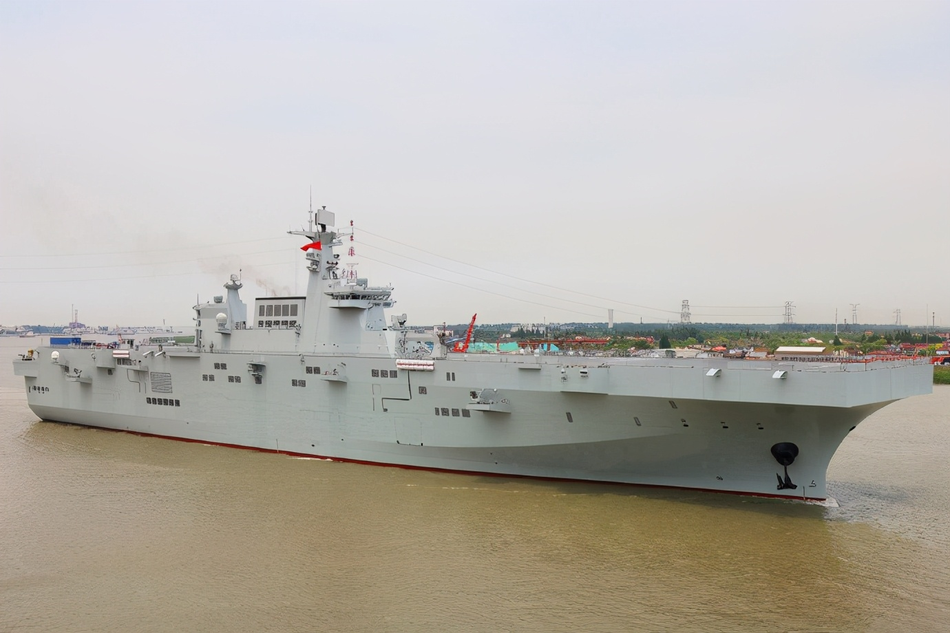 海南舰新姐妹将至,迎来飞跃的我军两栖战力,足够应对海峡局势吗