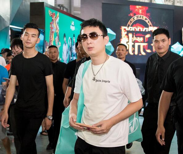 王思聪为河南捐款500万!晒汇款记录获好评,自曝朋友圈打击谣言