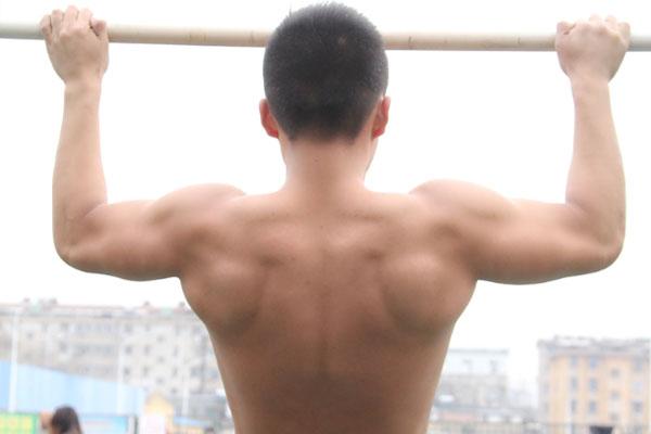 """肋骨经常疼痛是怎么回事?或许是这3种原因,触及了你的""""软肋"""""""