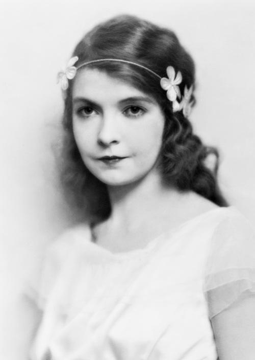 好莱坞50位最伟大明星,费雯丽赫本梦露泰勒褒曼嘉宝谁最美?