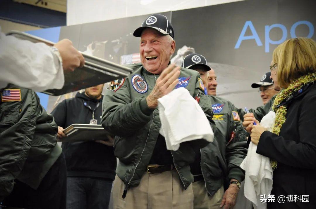 致敬登月英雄!阿波罗15号宇航员阿尔·沃登去世,享年88岁!