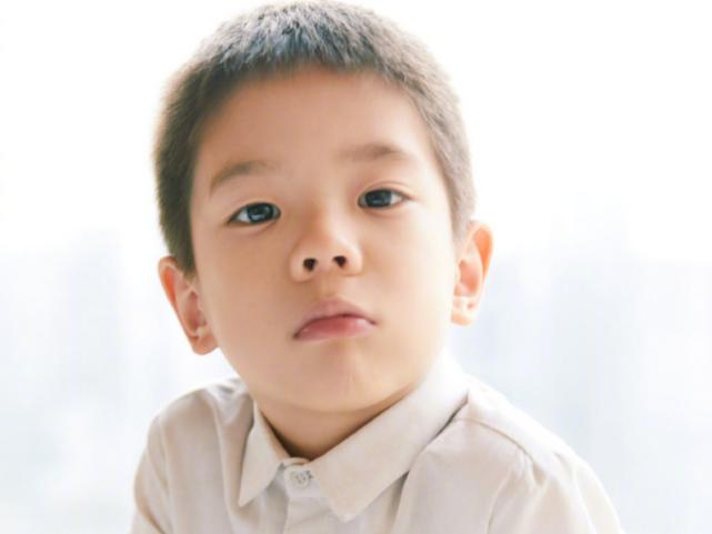 """有種""""基因""""叫嗯哼大王,繼承父母優點,正臉堪稱最帥星二代"""