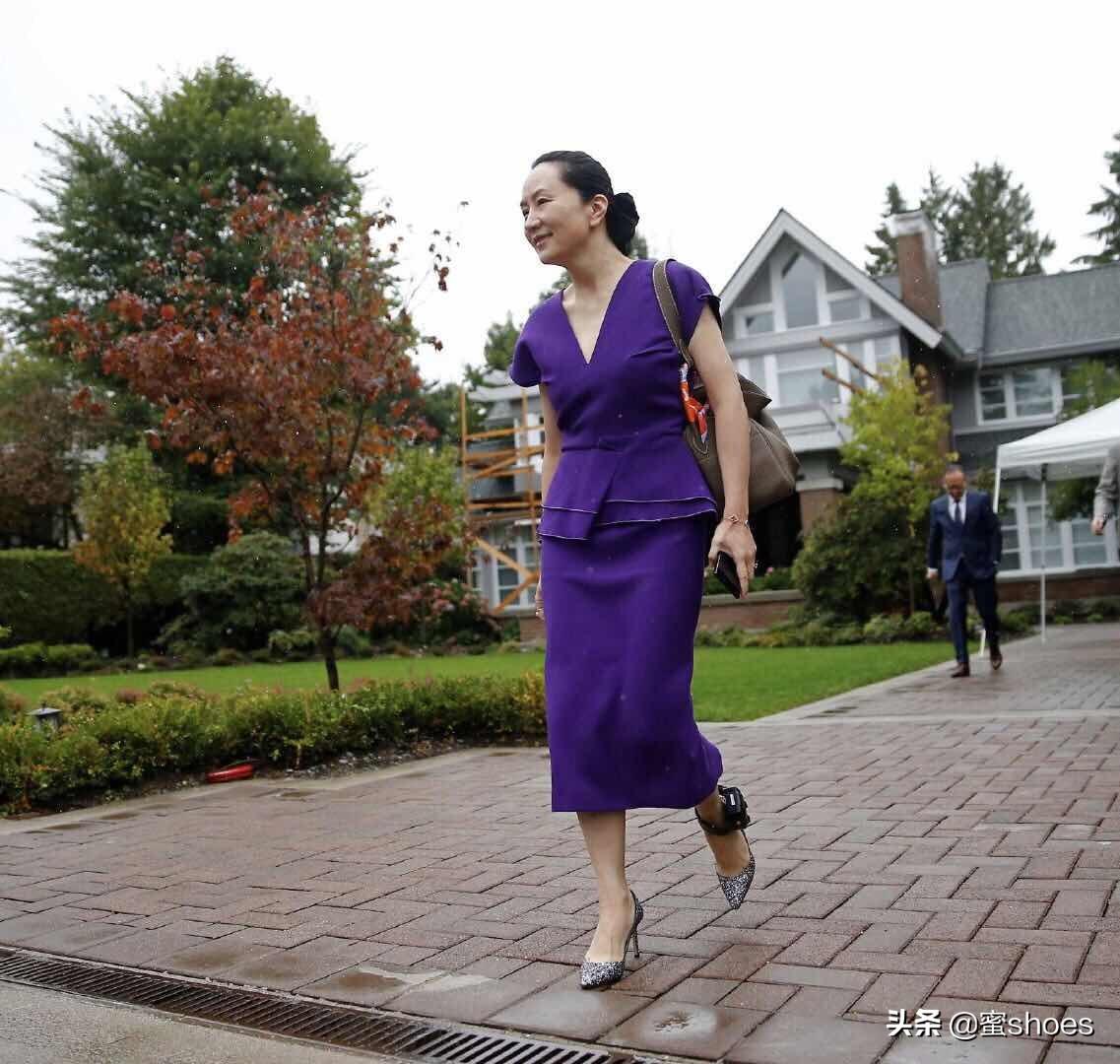 除了黛安娜王妃,穿过jimmy choo高跟最多的就是全智贤