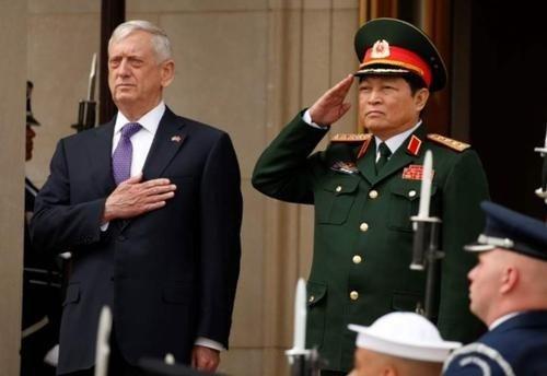 """越南骑虎难下,美国开始打一棒子给一个甜枣,想要""""坐山观虎斗""""显然不现实,越南必须下水"""