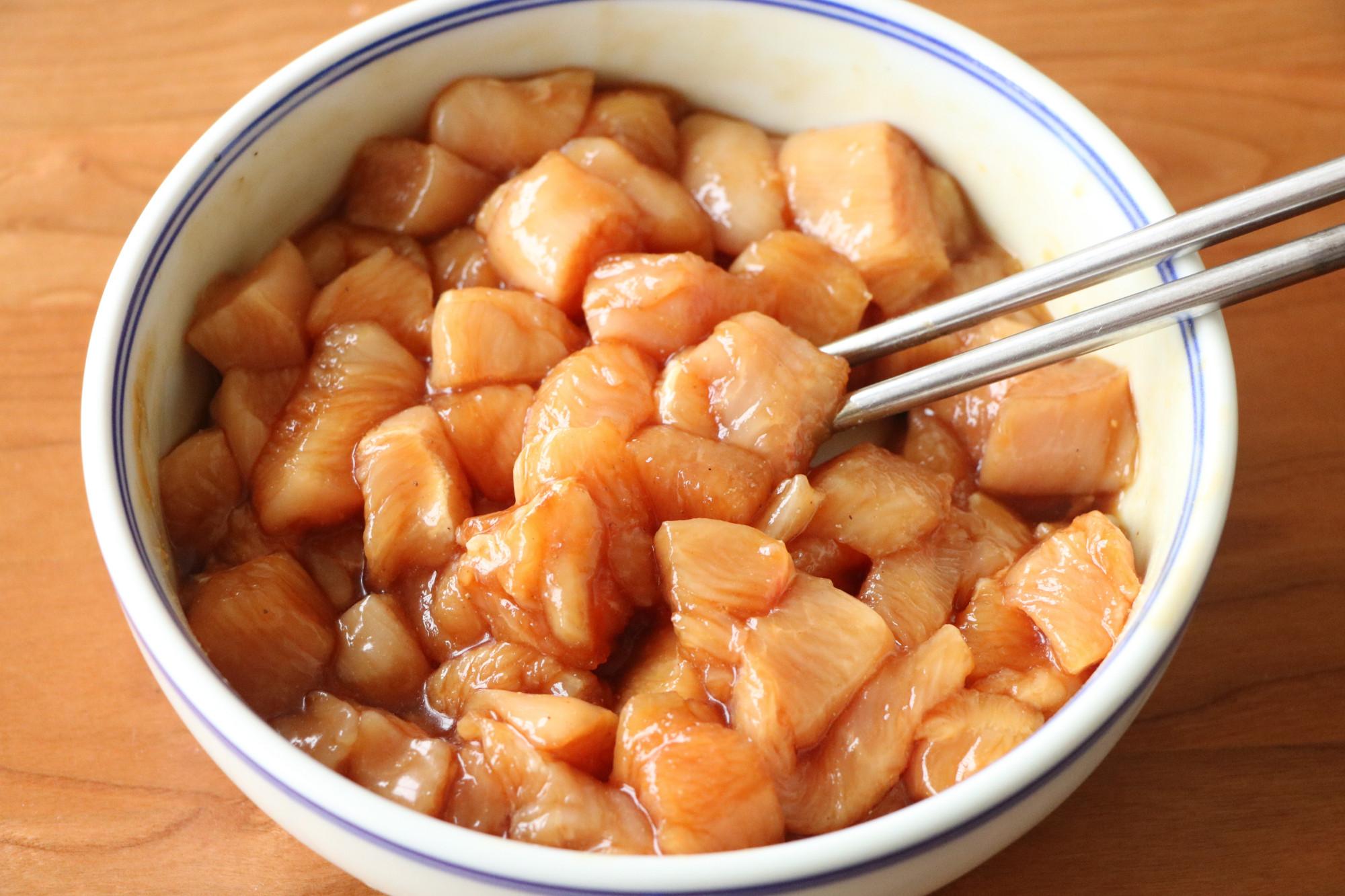 鸡胸肉还可以这样吃,既当零食又当菜,咬一口嘎嘣脆,解馋更美味