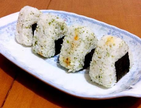 海苔肉松芝心饭团的做法