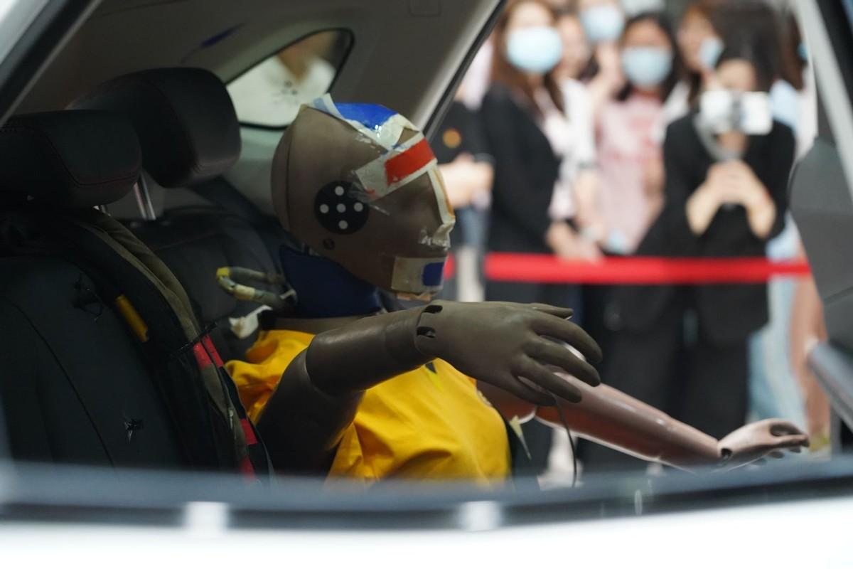硬核挑战史上最严C-NCAP碰撞测试,这款国产SUV凭什么获五星佳绩