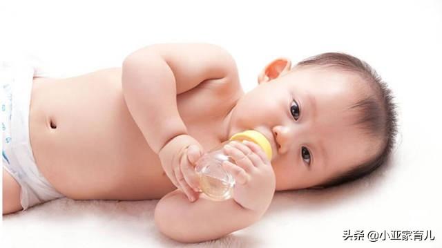 新生儿吐奶是什么原因
