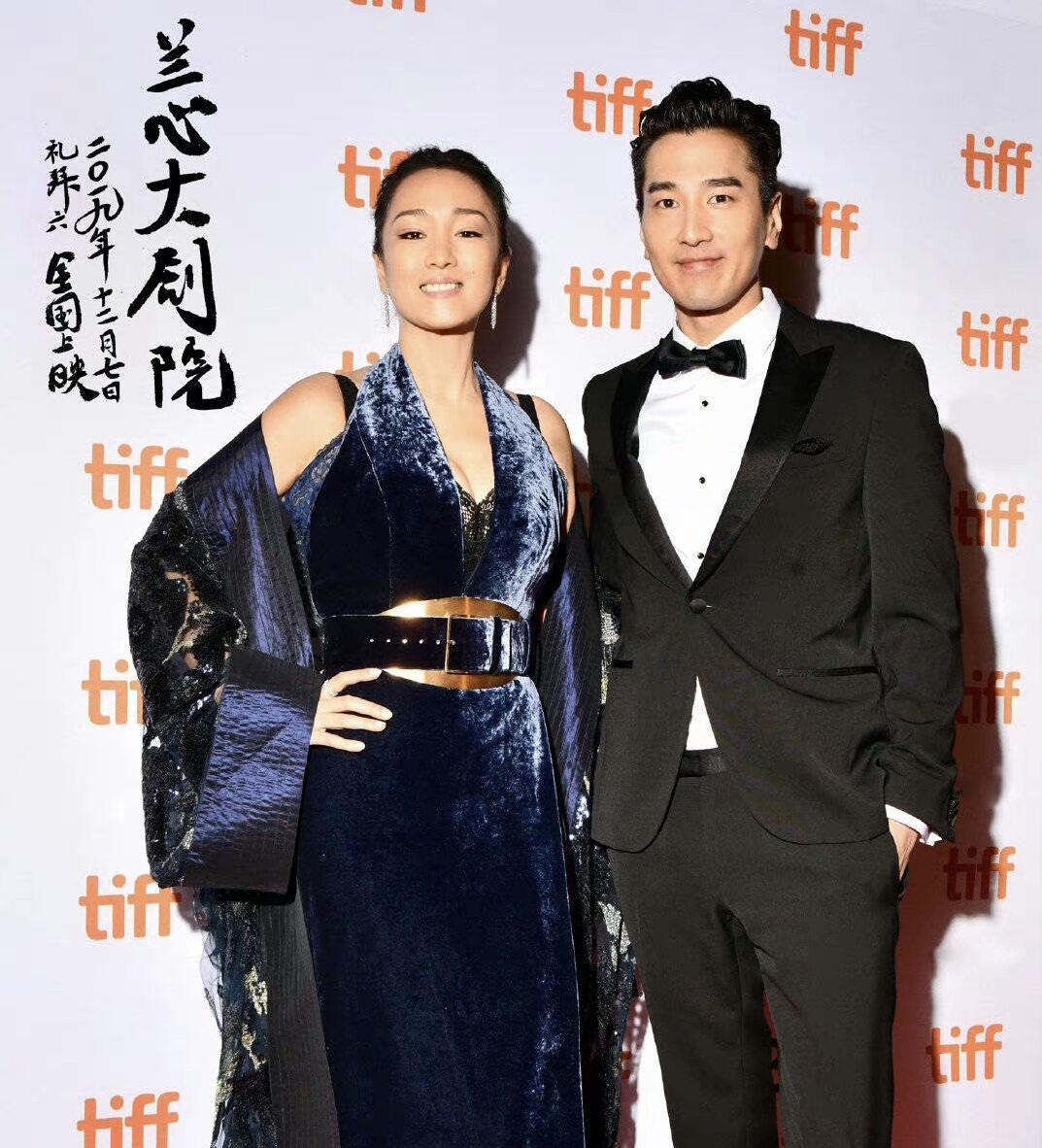 《兰心大剧院》老戏骨巩俐搭档赵又廷的吻戏,究竟是谁赚到了?
