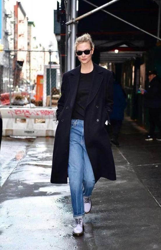 """黑色大衣怎么穿才时尚?学会这些""""搭配法则"""",时髦又有品位"""