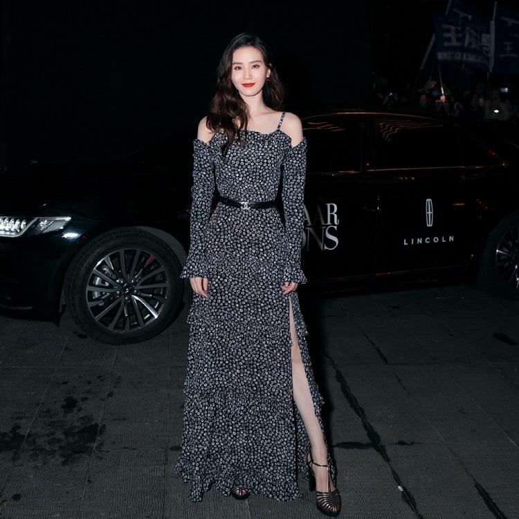 刘诗诗出席品牌活动,路人镜头下的状态堪比精修照,优雅又甜美