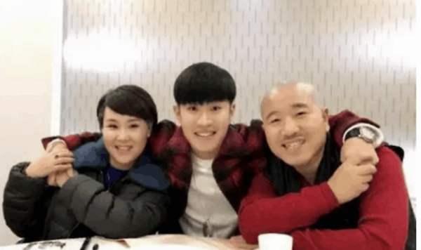 王小利儿子拜师郭德纲,娱乐圈还有哪些与德云社有关联的明星?
