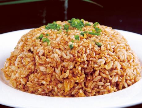 炒饭这做法才好吃 不加一粒盐 米饭粒粒分明 松散更入味