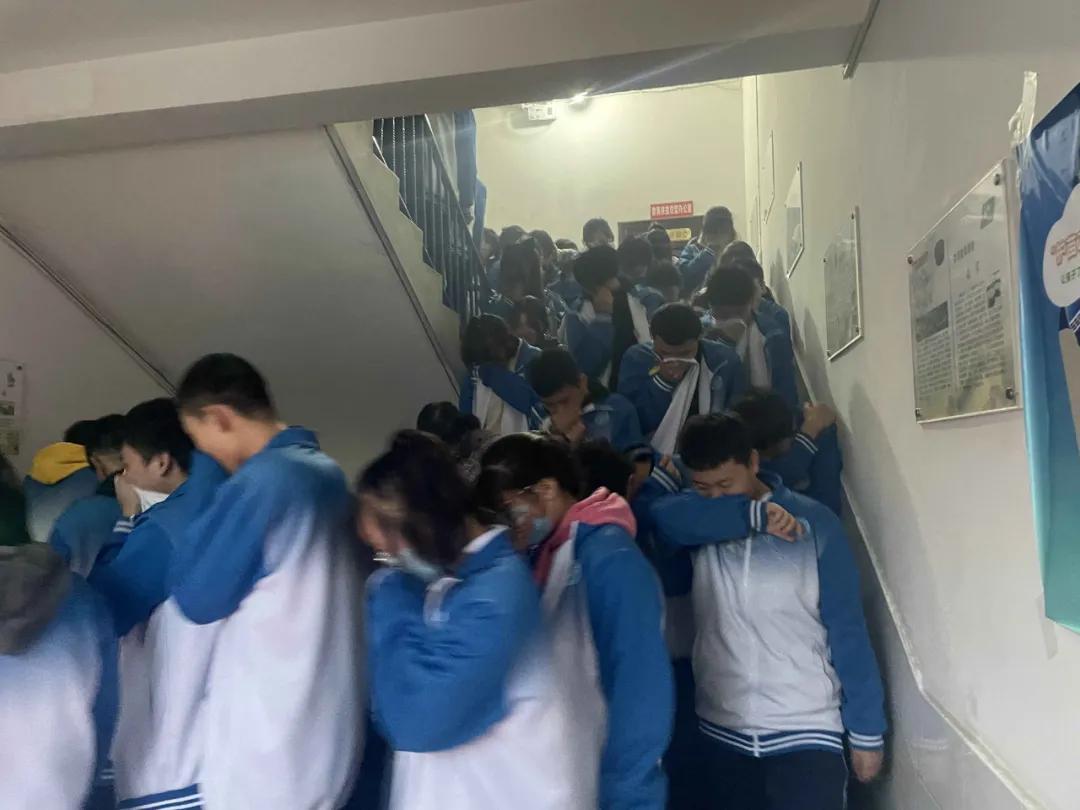 宝鸡高新实验中学:生命至上,实战演练筑起校园消防安全墙