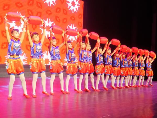漢濱區關廟鎮教育系統舉行文藝匯演共慶黨的百年華誕