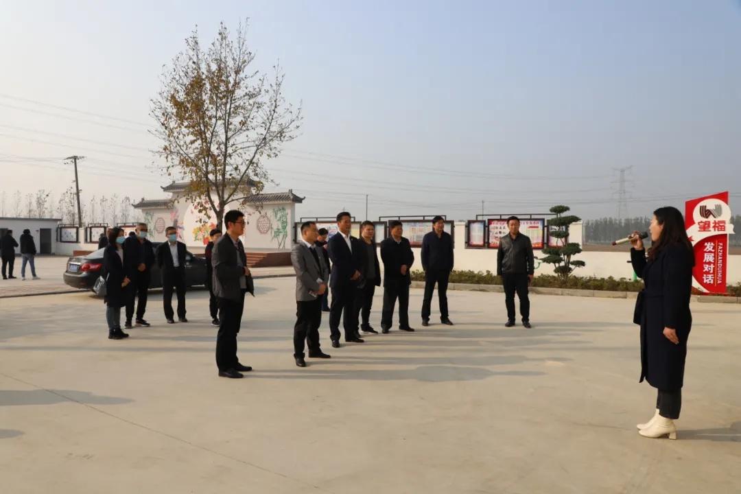 全区党外代表人士暨统战骨干培训班成员到底阁观摩