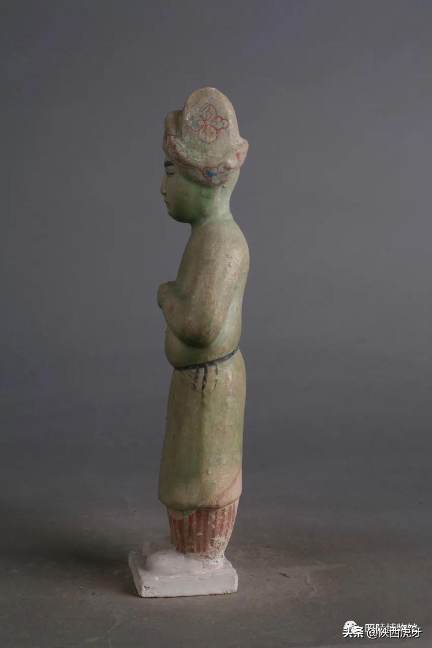 唐昭陵陪葬墓出土的胡装女立俑