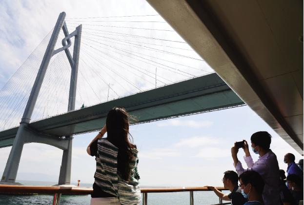 如何盘活港珠澳大桥?周红:不建议再建深圳连接线,珠海要发挥重要作用,建高铁衔接破解大桥冷清之困