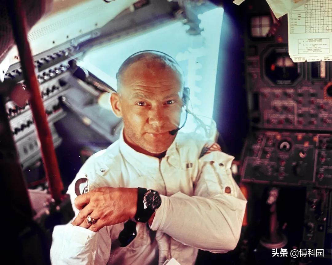阿波罗登月飞船没有厕所,宇航员是如何解决三急的?