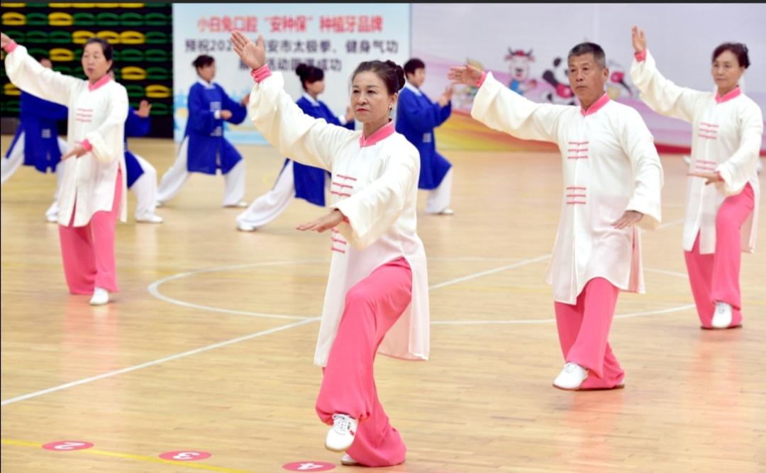 千余名古城健康老人喜迎重阳 西安市太极拳健身气功展示活动精彩举行