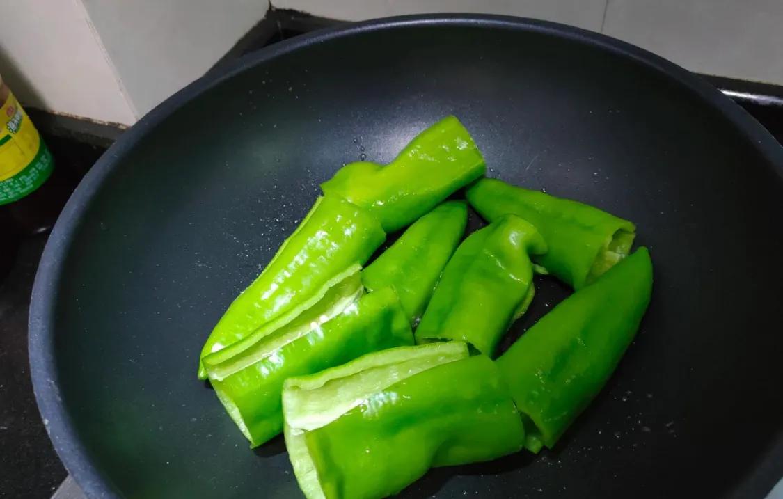 下饭的虎皮尖椒,超简单 美食做法 第4张