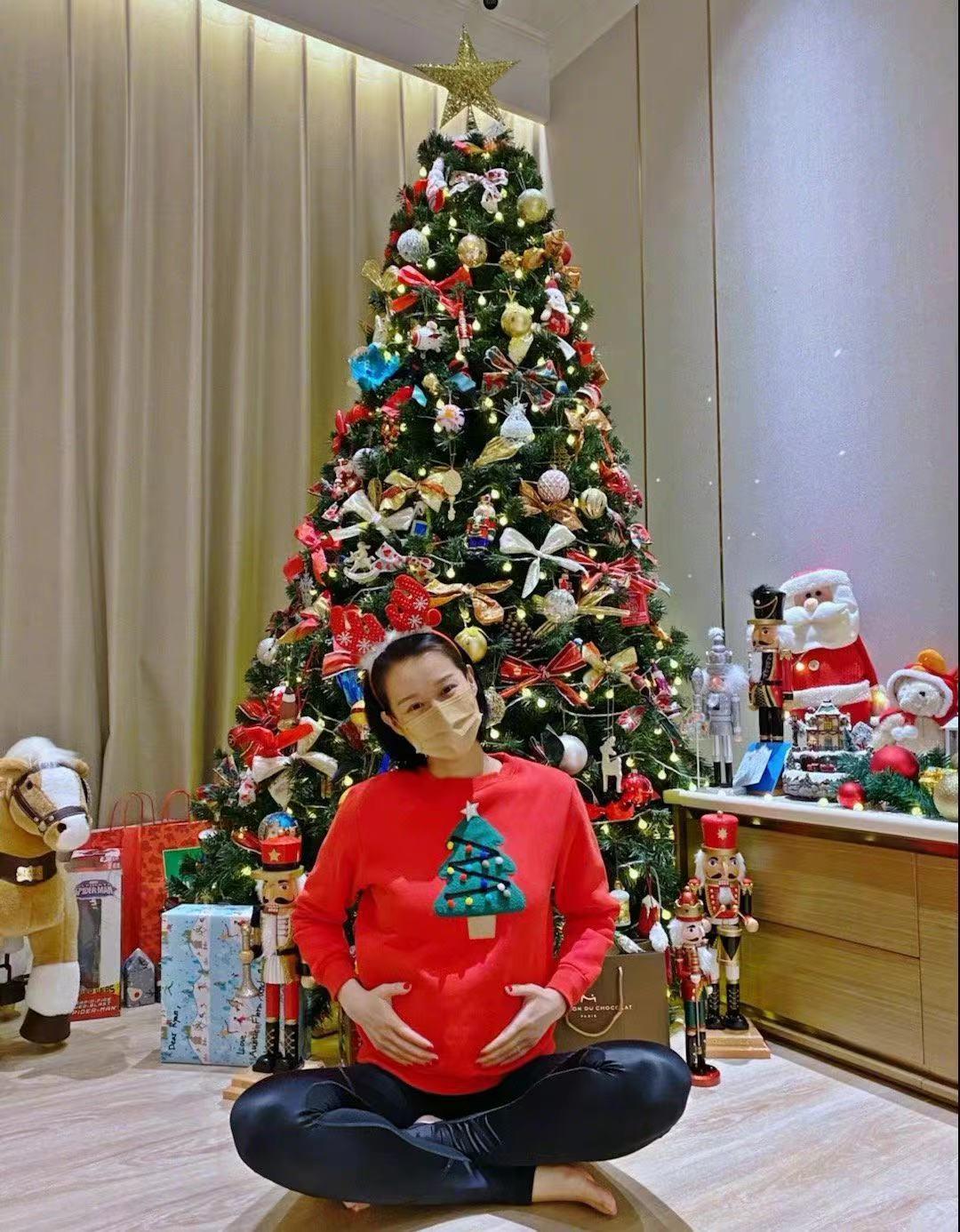 自曝怀三胎,家庭事业两手抓,三次孕期都在工作,好友孙俪送祝福