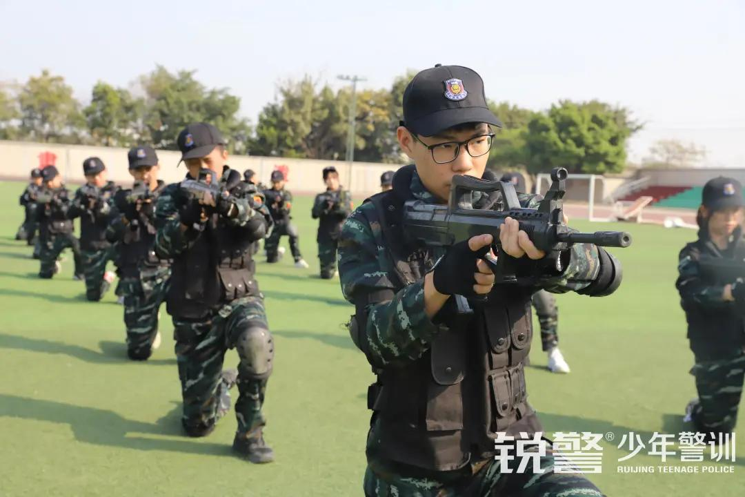 特警突击营圆满结营:历经警训淬炼,成就英勇少年