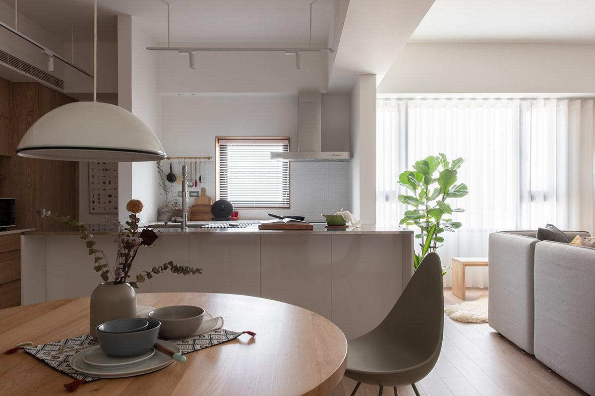 两套精心设计的现代简约家居,色彩宁静,温暖清新