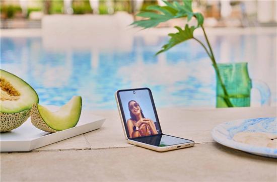 尖端科技+潮流外观:三星Galaxy Z Flip3 5G带来全新体验