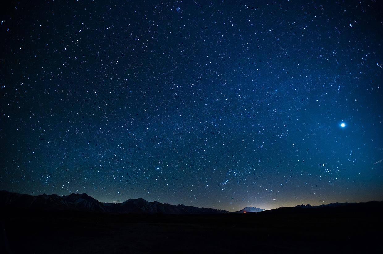 夜空为什么是黑的,简单问题蕴含宇宙大道理