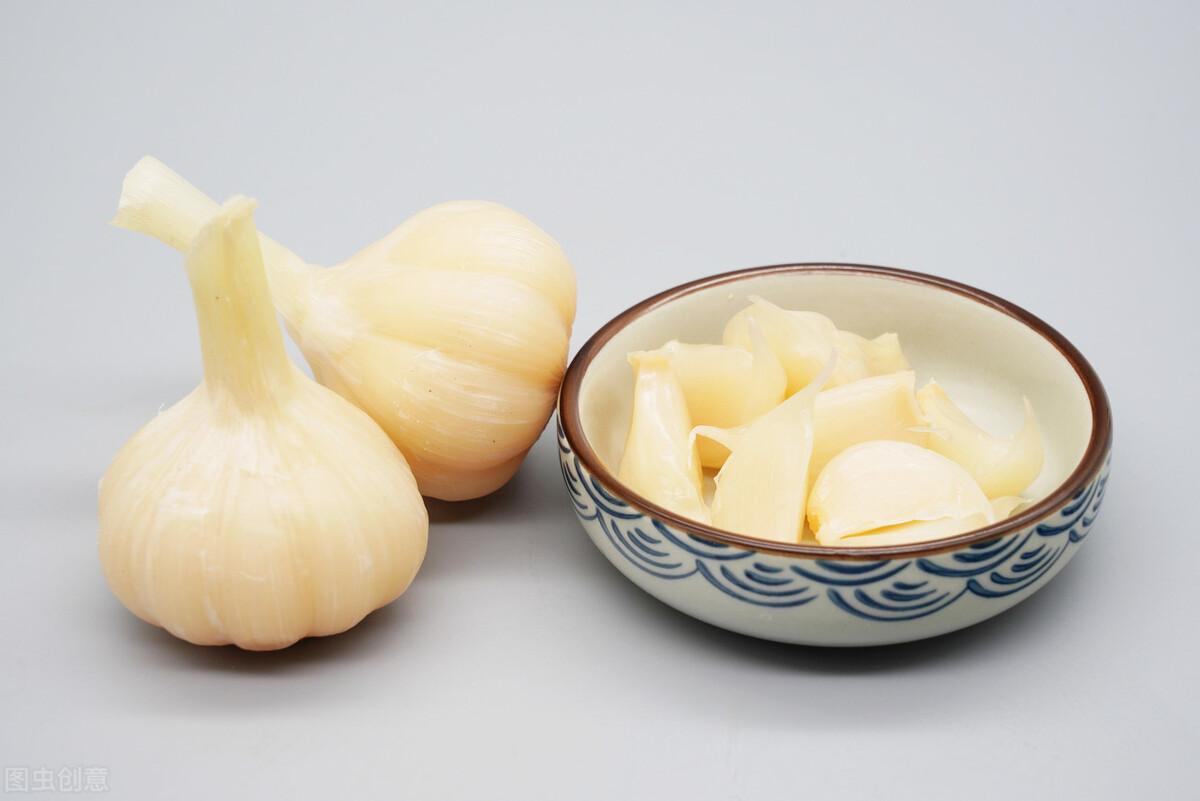 新蒜大量上市,糖蒜腌制正当时,教你腌糖蒜的秘方,酸甜又爽脆 美食做法 第8张
