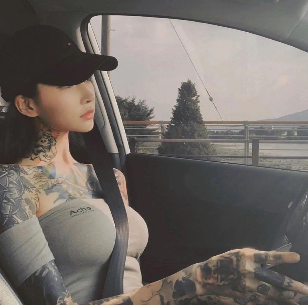 纹身女 Rapper 活该被排斥?乃万自曝被欺压辱骂