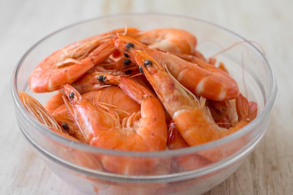 鲜虾,别再用水煮或上锅蒸了,沿海人民教你一招,大虾鲜味不流失 美食做法 第1张